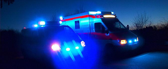 Einsätze - RTW ELW Blaulicht bei Nacht