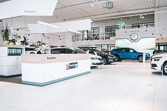 Showroom im ŠKODA Autohaus Schandert Dessau