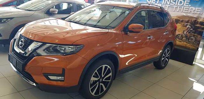 Nissan X-Trail 2.5 Acenta Plus AWD 7-s CVT MY17 Orange